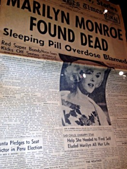A 1962 newspaper clipping announcing the death of Marilyn Monroe