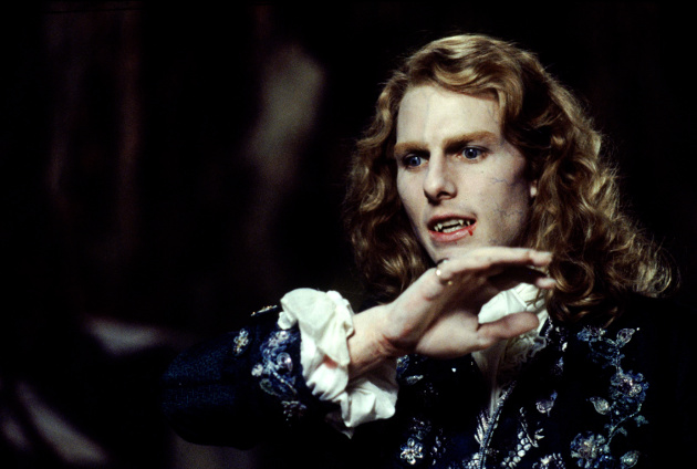 "Tom Cruise as Lestat in the film adaptation of ""Interview with the Vampire"" (©  Warner Bros.)"