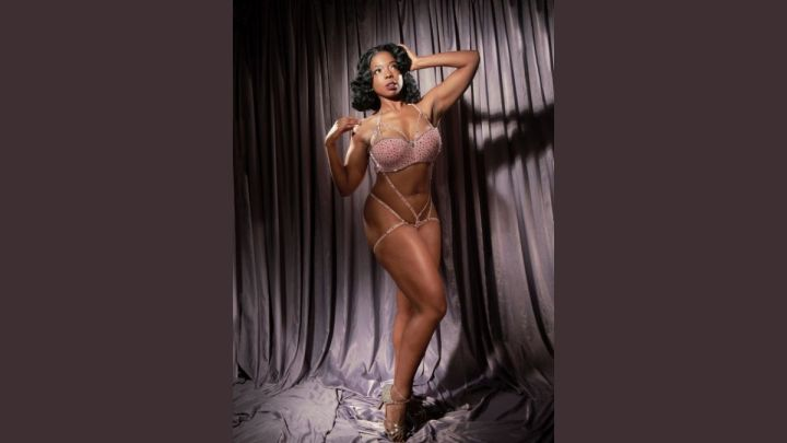 Burlesque performer Jessabelle Thunder. Photo by Neil Nez Kendall